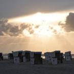 St. Peter Ording - Sonnenuntergang über den Strandkörben